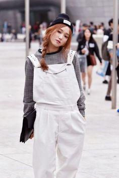 Street style: Lee Seong Kyeong at Seoul Fashion Week Spring 2015 shot by Choi Seung Jum Seoul Fashion, Korea Fashion, Asian Fashion, Look Fashion, Japanese Fashion, Fashion Models, Fashion Outfits, Korean Fashion Winter, Korean Fashion Trends
