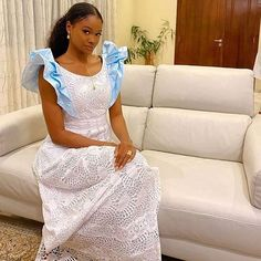 Latest African Fashion Dresses, African Dresses For Women, African Attire, African Wear, Senegalese Styles, Office Fashion, Traditional Outfits, Dress Outfits, Casual Wear