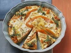 Potato gratin with pumpkin and feta - Potato gratin with pumpkin and feta is a recipe with fresh ingredients from the flowering vegetable - Pumpkin Recipes, Veggie Recipes, Vegetarian Recipes, Kitchen Recipes, Cooking Recipes, Austrian Recipes, Vegan Breakfast Recipes, Eat Smarter, Healthy Cooking