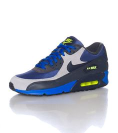 b9e83725b3a5 NIKE Low top men s sneaker Lace up closure AIR MAX logo on sides Cushioned  inner sole Contrasting NI.