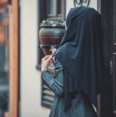 girl, hijab, and hijâbi image Hijab Niqab, Muslim Hijab, Hijab Outfit, Stylish Hijab, Hijab Chic, Beautiful Muslim Women, Beautiful Hijab, Hijabi Girl, Girl Hijab
