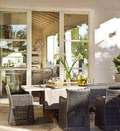 Uma casa com ambientes convidativos, décor suave e espaço de sobra para momentos relaxantes. Veja:  https://www.casadevalentina.com.br/blog/DE%20PORTAS%20ABERTAS ----  A house with inviting environments, smooth décor and plenty of room for relaxing moments. see: https://www.casadevalentina.com.br/blog/DE%20PORTAS%20ABERTAS