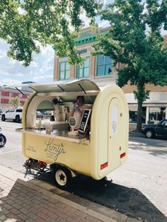 Frozen Lemonade Recipes, Frozen Strawberry Lemonade, Food Cart Design, Food Truck Design, Coffee Food Truck, Food Truck Menu, Food Trucks, Foodtrucks Ideas, Vodka Slush