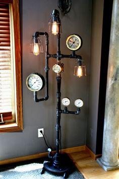 Luminária de chão, tubular em aço. Incandescentes decorativas e válvulas medidoras de pressão.