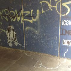Thamesmead graffiti  R2d2 plugged in