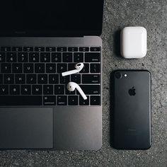 iPhone Apple Mac book pro