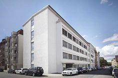 In Stuttgart - Bad Cannstatt ensteht ein Wohnobjekt der Superlative - TWENTY FIRST Student Living. Die 148 voll möblierte Mietwohnungen für Studenten sind großzügig geschnittenen und verfügen über 1 bis 2 Zimmer. So wird Dein Traum vom unabhängigen Studentenleben wahr.