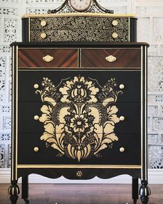 Can you believe this furniture piece was found at a thrift store and falling apart?? @dandelions_and_poppies gave it a new life with…