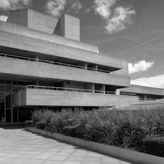 NEW BRUTALISM: The National Theatre in London, an example of modernist and brutalist architecture by Deny's Lasdun Theatre Architecture, London Architecture, Architecture Photo, Beautiful Architecture, Interior Architecture, Brutalist Buildings, Modern Buildings, Retro Interior Design, National Theatre