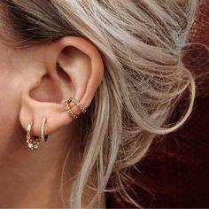 Des piercings d'oreilles assortis