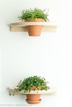 DIY a pair of cute plant shelves http://www.ikeahackers.net/2017/07/diy-pair-cute-plant-shelves.html