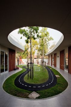 courtyard / Amazing Fresh School Architecture Feels Peaceful with Small Garden: Indoor Garden Design In Luxurious International Kindergarten Plan Kindergarten Architecture, Kindergarten Design, Interactive Architecture, Classroom Architecture, Kindergarten Interior, Plans Architecture, Landscape Architecture, Architecture Design, Architecture Courtyard