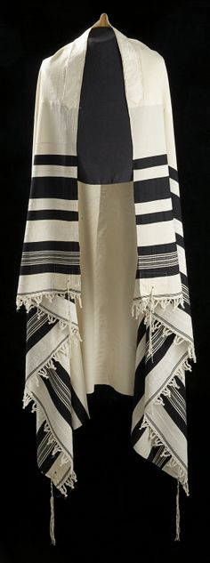 1883 Russian Jewish Man's Tallith or Tallit at the Glenbow Museum, Calgary… Israel, Cultura Judaica, Fiddler On The Roof, Jewish Men, Jewish Museum, Prayer Shawl, Jewish History, Torah, Museum Collection