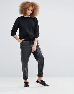 http://www.asos.fr/monki/monki-leather-look-relaxed-trouser/prd/7224931?iid=7224931