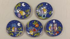 Gufi cuerda seca China Painting, Ceramic Painting, Ceramic Art, Ceramic Birds, Ceramic Plates, Round Canvas, Ceramics Projects, Owl Art, Ceramic Jewelry
