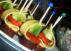 Przepis na koreczki imprezowe Party Trays, Savory Snacks, Appetisers, Caramel Apples, Starters, Food And Drink, Cooking Recipes, Menu, Impreza