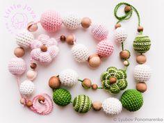 #Crochet   слингобусы для самых маленких любителей чтонибуть погрызть. выготовлено из натуральных материалов: пряжа - хлопок; бусины - бук и можжевельник.