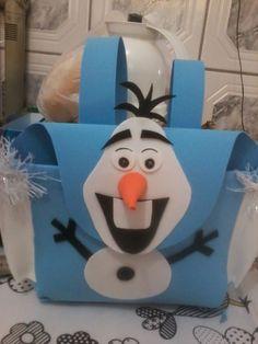 Paula Renata E.V.A.: Centro de mesa e mochila sacolinha surpresa Frozen.