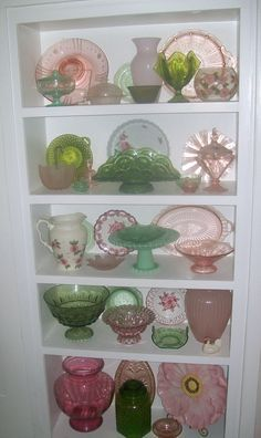 tablescapes depression glass - Google Search Antique Dishes, Antique Glassware, Vintage Dishes, Vintage China, Fenton Glass, Carnival Glass, Glass Collection, Collection Displays, Cut Glass