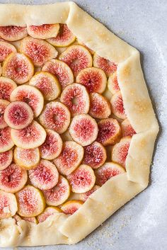 Tarte fine aux figues et au miel - Fresh Fig and Honey Galette Fig Recipes, Tart Recipes, Dessert Recipes, Cooking Recipes, Just Desserts, Delicious Desserts, Yummy Food, Fresh Figs, Quiches
