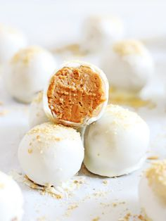 No bake pumpkin pie truffles are a must for fall. They're made with cream…
