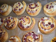 Pizzaschnecken mit Creme fraiche und Salami