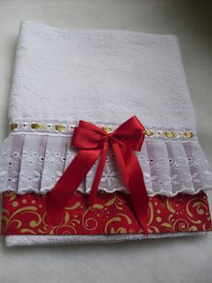 Christmas Gifts To Make, Christmas Sewing, Christmas Deco, Kitchen Towels Crafts, Towel Crafts, Crafts To Make, Fun Crafts, Luxury Bedspreads, Applique Towels