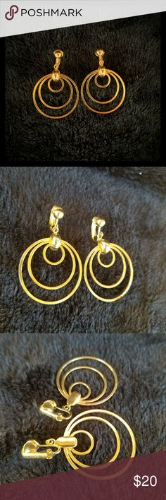Sarah Coventry gold clip on earrings Clip on earrings vintage Sarah Coventry Jewelry Earrings