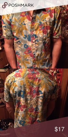 f8af141b Vans Hawaiian print button down Short sleeve, Hawaiian print button down in  great condition with no stains or rips ☺ Shirts