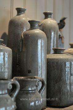 hoge vazen en kleine kruikjes - grijs -
