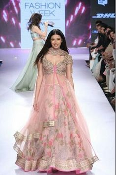 New wedding guest outfit indian bridal lehenga Ideas Indian Wedding Guest Dress, Wedding Party Dresses, Wedding Outfits, Wedding Hair, Indian Attire, Indian Outfits, Indian Clothes, Indian Dresses, Desi Clothes