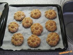 CELOZRNNÉ CIBULOVÉ HOUSTIČKY: 20 Min, Muffin, Breakfast, Ethnic Recipes, Food, Morning Coffee, Essen, Muffins, Meals