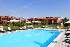 Apartments Experia - Castelnuovo del Garda ... Garda Lake, Lago di Garda, Gardasee, Lake Garda, Lac de Garde, Gardameer, Gardasøen, Jezioro Garda, Gardské Jezero, אגם גארדה, Озеро Гарда ... Welcome to Apartments Experia Castelnuovo del Garda. Apartments Experia are surrounded by the green of the Golf Course Paradiso del Garda 18-hole, in Peschiera del Garda. This exclusive complex is composed of over 31 apartments of various sizes from 60 to 100 square met