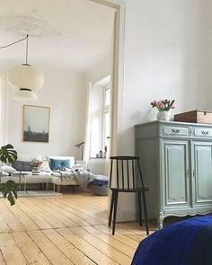 Schickes Wohnzimmer Im Altbau Flair Mit #Dielenboden Und #Stuck. Gemütlich  Wird Es Dank Der Wunderschönen #Wandgestaltung Und #Dekou2026