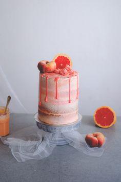 Bolo semi naked de toranja // Grapefruit semi naked cake