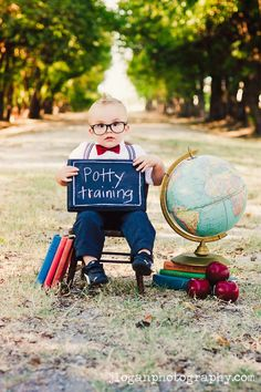 Baby photography- the best of the best from lots of photographers - tons of pose ideas and tutorials, too! Toddler Photography, Family Photography, School Photography, Photography Ideas Kids, Photography Tutorials, Newborn Bebe, Foto Fun, Toddler Photos, School Pictures