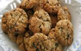 Full of oats, bananas, applesauce, and walnuts, these nutritious low-sugar cookies are a good option for breakfast on the go. Oatmeal Breakfast Cookies, Breakfast Cookie Recipe, Oatmeal Muffins, Breakfast Recipes, Protein Oatmeal, Banana Breakfast, Protein Bars, Oatmeal Cookie Recipes, Gourmet