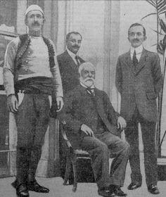 Londër, maj 1913, Nga e majta: Isa Boletini, Ethem Vlora, Ismail Qemali, Mehmet Konica.