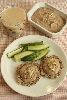 Mic dejun sanatos: pasta de masline, painici din seminte si lapte de orez - Taste Bazaar