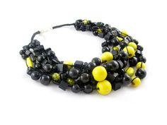Masywna a zarazem lekka - drewniana, obfita kolia. Beaded Bracelets, Jewelry, Fashion, Moda, Jewlery, Jewerly, Fashion Styles, Pearl Bracelets, Schmuck