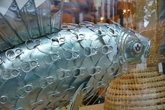 made from tin can lids and pop tabs ~ with all the trash in our waters we may soon find fish like this :) Tin Can Art, Soda Can Art, Tin Art, Aluminum Can Crafts, Aluminum Cans, Metal Crafts, Bottle Cap Art, Bottle Cap Crafts, Pop Can Crafts