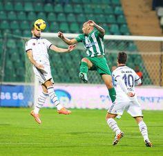 Bursa 1-1 FB Süper Lig 10. Hafta ilk yarının sonlarında kafasının üzerine düşen Mehmet maçı tamamladı.
