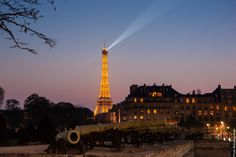 #Paris by night - So #Romantic - #EiffelTower    Photo: (c) mohamedkhalil.tumblr.com  Great artist, click  the link to have a look at his pictures :)  Planning a trip to Paris? Book a #room  at Cadran #Hotel www.cadran-hotel-gourmand.com