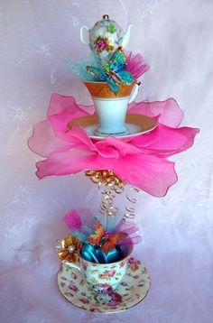 Great Table Centerpiece for an Alice in Wonderland Theme Wedding or Party