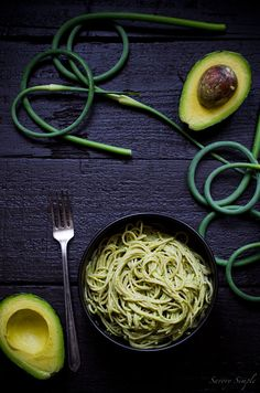 Creamy Avocado Pasta with Garlic Scape Pesto - Savory Simple - This garlic scape pesto avocado pasta is a healthy, vegetarian dinner the the entire family will love. Creamy Avocado Pasta, Avocado Pesto, Avocado Toast, Garlic Scape Pesto, Garlic Pasta, Pesto Pasta, Avocado Dessert, Think Food, Love Food