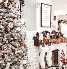 42 Beautiful Winter Wonderland Lighting Ideas For Outdoor And Indoor Decor Winter Wonderland Christmas, Christmas Home, Christmas Wreaths, Christmas Decorations, Holiday Decor, Christmas Ideas, Cheap Christmas, Homemade Christmas, Tree Decorations