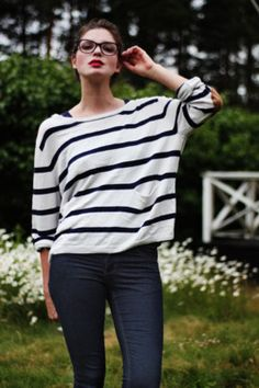 stripes, lippy, and glasses!