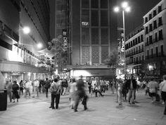 #paisajes #paisajesbonitos #madrid #madridcity #madridbonito Madrid City, Capital City, Plaza, Places To See, Times Square, Street View, Travel, Black And White, Cities