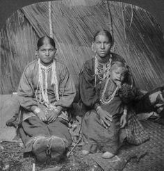 Ojibwa women and child - 1922