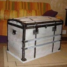 paire de malle cantine en m tal wishlist pinterest. Black Bedroom Furniture Sets. Home Design Ideas